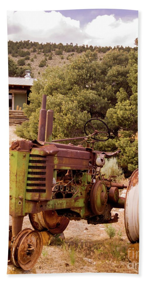Tractor Bath Sheet featuring the photograph Old John Deer Tractor by Frank Carter