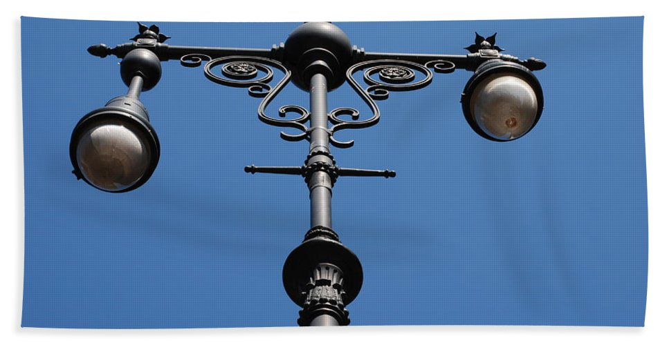 Lamppost Bath Sheet featuring the photograph Old Lamppost by Rob Hans