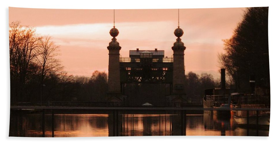Lift Lock Hand Towel featuring the photograph Old Lift Lock by Christiane Schulze Art And Photography