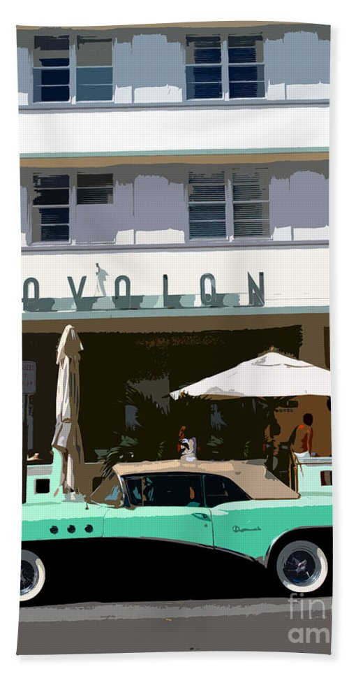 Miami Beach Florida Bath Towel featuring the photograph Old Miami Beach by David Lee Thompson