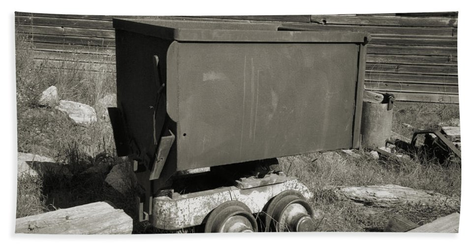 Ore Cart Hand Towel featuring the photograph Old Mining Cart by Richard Rizzo