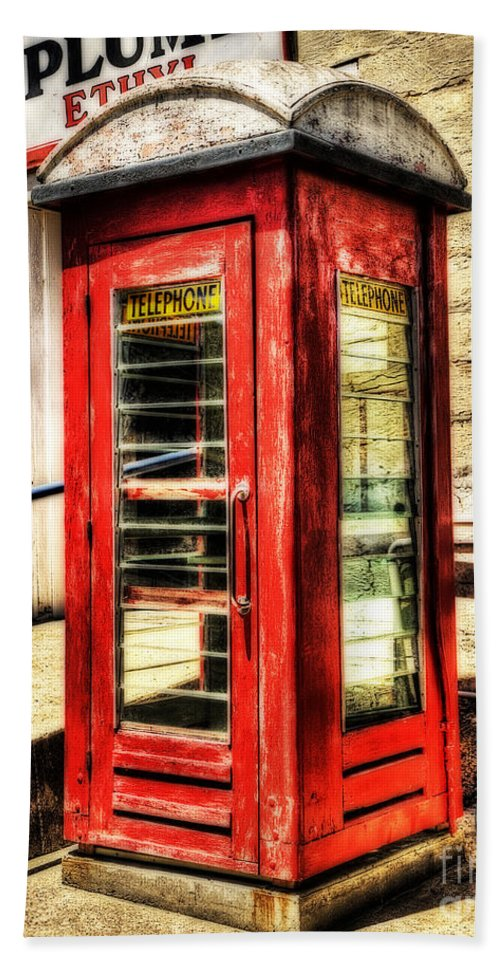 Old Red Phone Booth Bath Towel