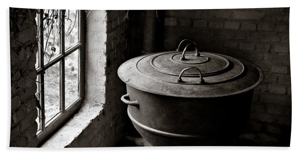 Old Bath Towel featuring the photograph Old Stove by Dave Bowman
