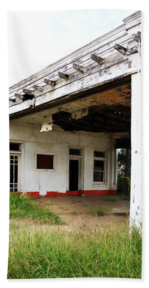 Peeling Paint Bath Sheet featuring the photograph Old Texas Gas Station by Marilyn Hunt