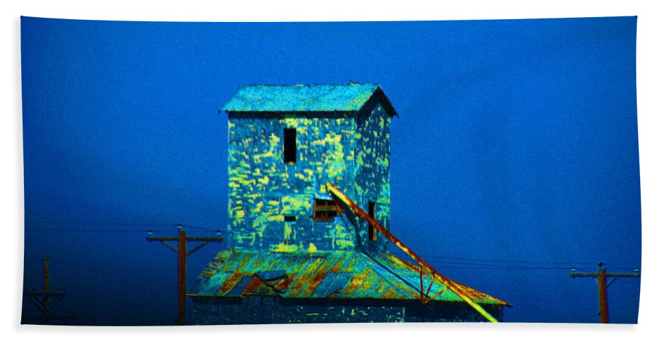 Mill Hand Towel featuring the photograph Old Texas Mill by Susanne Van Hulst