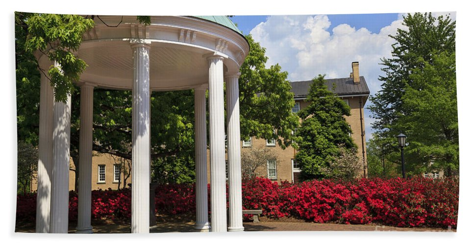 Old Well Hand Towel featuring the photograph Old Well At Chapel Hill In Spring by Jill Lang