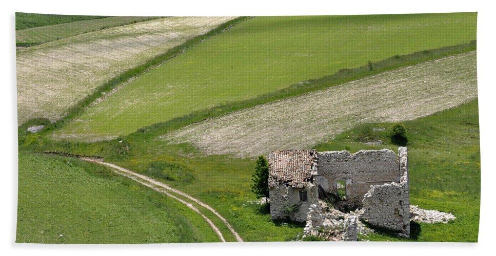 Bath Towel featuring the photograph Parko Nazionale Dei Monti Sibillini, Italy 10 by Dubi Roman