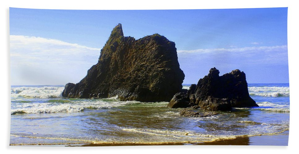 Ocean Hand Towel featuring the photograph Oregon Coast 11 by Marty Koch