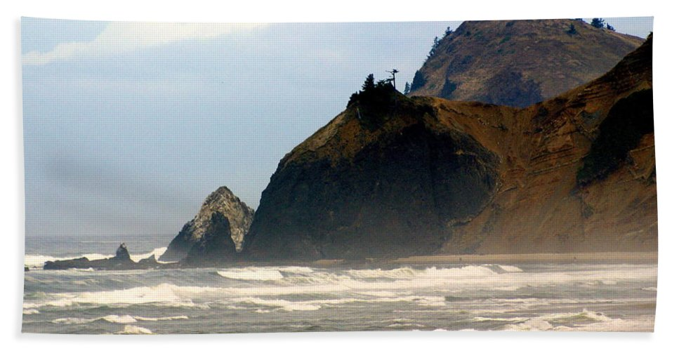 Ocean Hand Towel featuring the photograph Oregon Coast 12 by Marty Koch