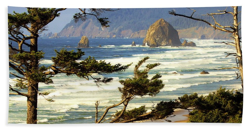 Ocean Hand Towel featuring the photograph Oregon Coast 15 by Marty Koch