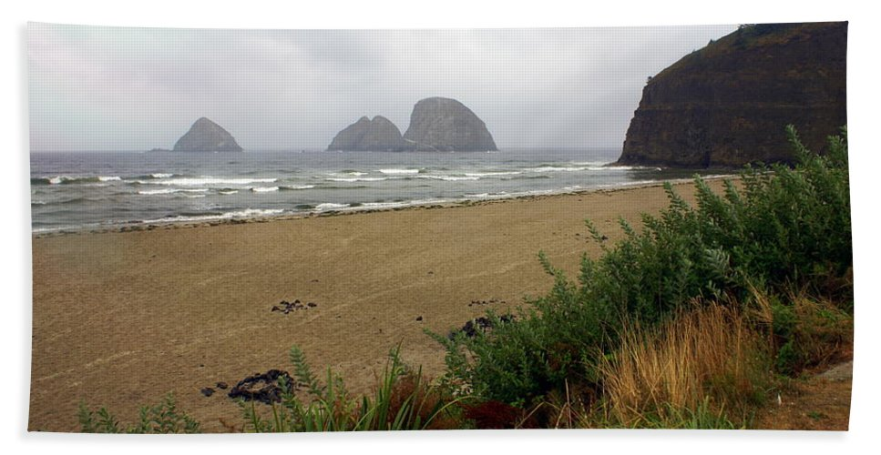 Ocean Hand Towel featuring the photograph Oregon Coast 2 by Marty Koch