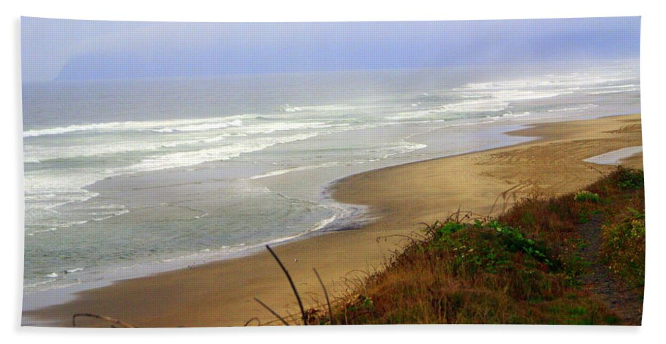 Hand Towel featuring the photograph Oregon Coast 3 by Marty Koch