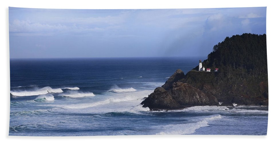 Nature Bath Towel featuring the photograph Oregon Lighthouse by John K Sampson