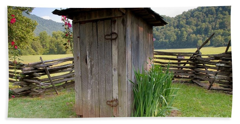 Outhouse Bath Towel featuring the photograph Outhouse by David Lee Thompson