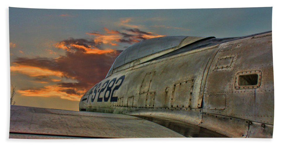 Republic F-84g Thunderjet Hand Towel featuring the photograph Over The Shoulder F-84g by Tommy Anderson