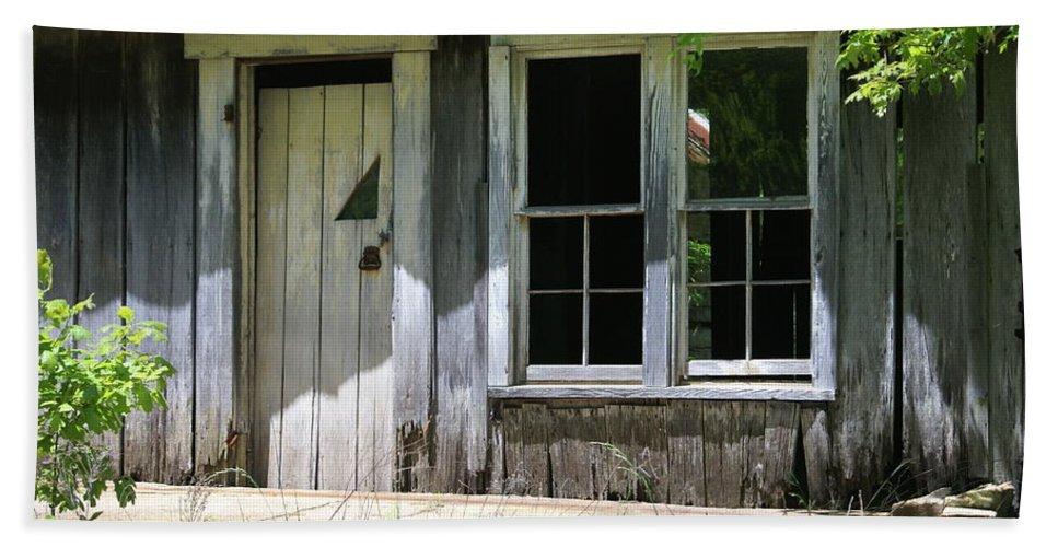 Historic Buildings Bath Towel featuring the photograph Ozark Homestead by Marty Koch