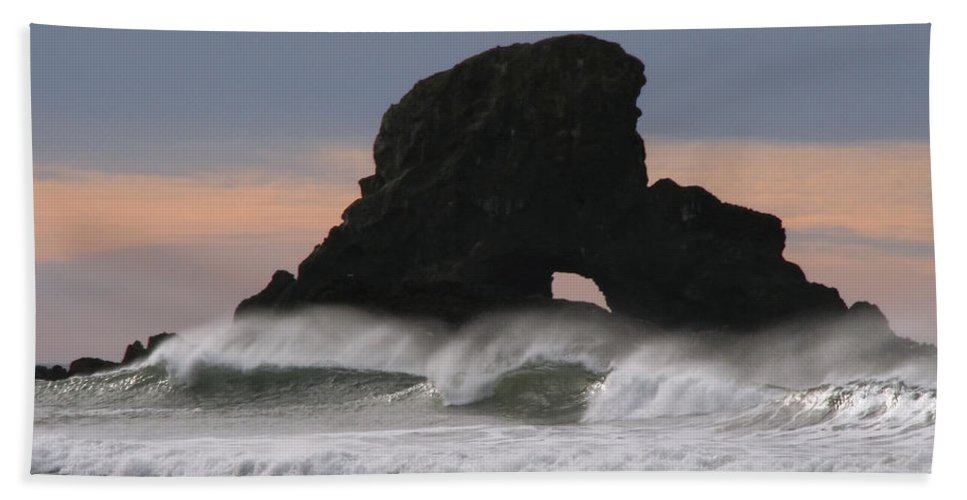 Pacific Northwest Waves Bath Sheet featuring the photograph Pacific Northwest Waves by Wes and Dotty Weber