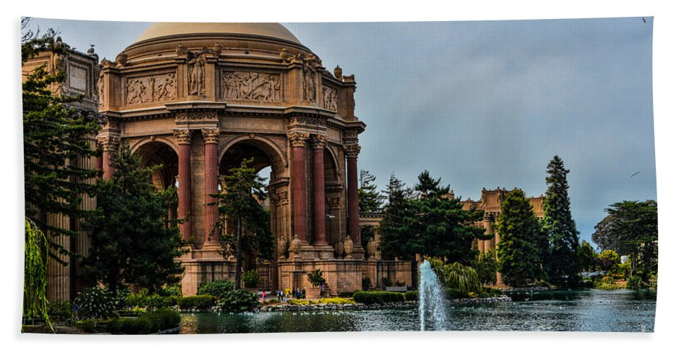 Palace Of Fine Arts Hand Towel featuring the photograph Palace Of Fine Arts -1 by Tommy Anderson