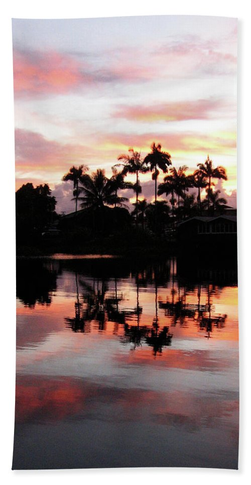Hawaii Bath Sheet featuring the photograph Palm Tree Inlet 2 by Pauline Darrow