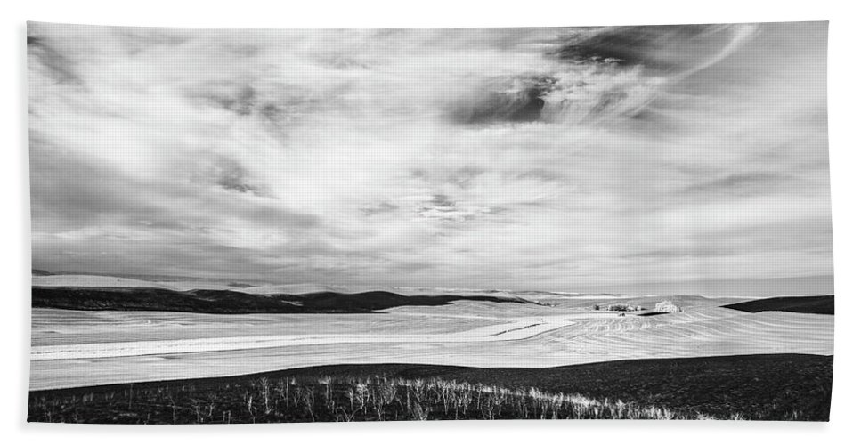 Infrared Bath Sheet featuring the photograph Palouse Field Ir 1034 by Bob Neiman