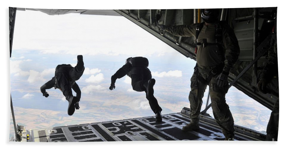 Horizontal Bath Sheet featuring the photograph Paratroopers With The Spanish Military by Stocktrek Images