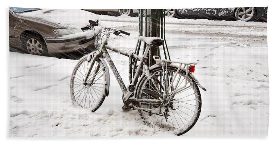 Bicycle Hand Towel featuring the photograph Paris In Snow by Louise Heusinkveld