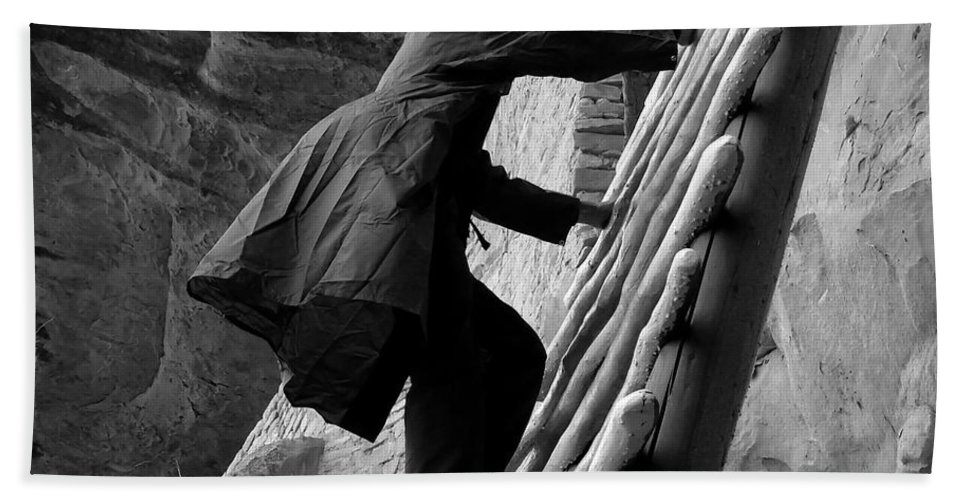 Park Ranger Bath Towel featuring the photograph Park Ranger by David Lee Thompson