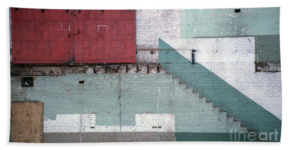 Abstract Bath Towel featuring the photograph Partial Demolition by Richard Rizzo