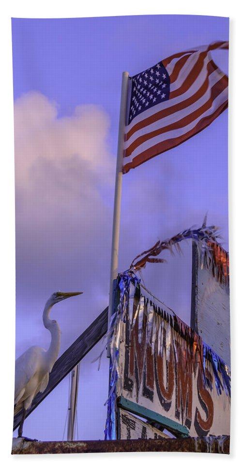 Patriotic Bath Sheet featuring the photograph Patriotic Egret by Leticia Latocki
