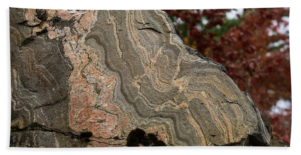Gneiss Hand Towel featuring the photograph Pattern In A Gneiss Rock by Les Palenik