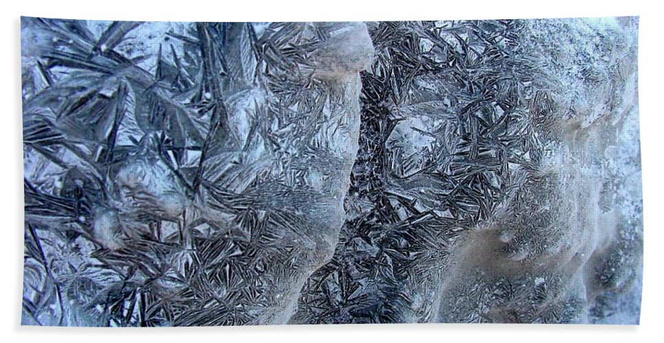 Icescape Bath Towel featuring the photograph Patterned Ice by Ron Bissett