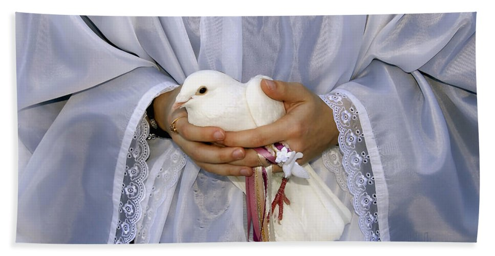 Peace Dove Hand Towel featuring the photograph Peace Dove by David Lee Thompson