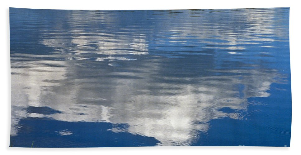 Landscape Bath Towel featuring the photograph Peace by Kathy McClure
