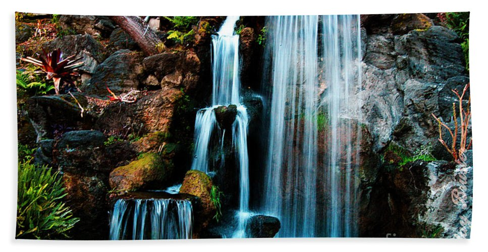 Clay Hand Towel featuring the photograph Peaceful Escape by Clayton Bruster