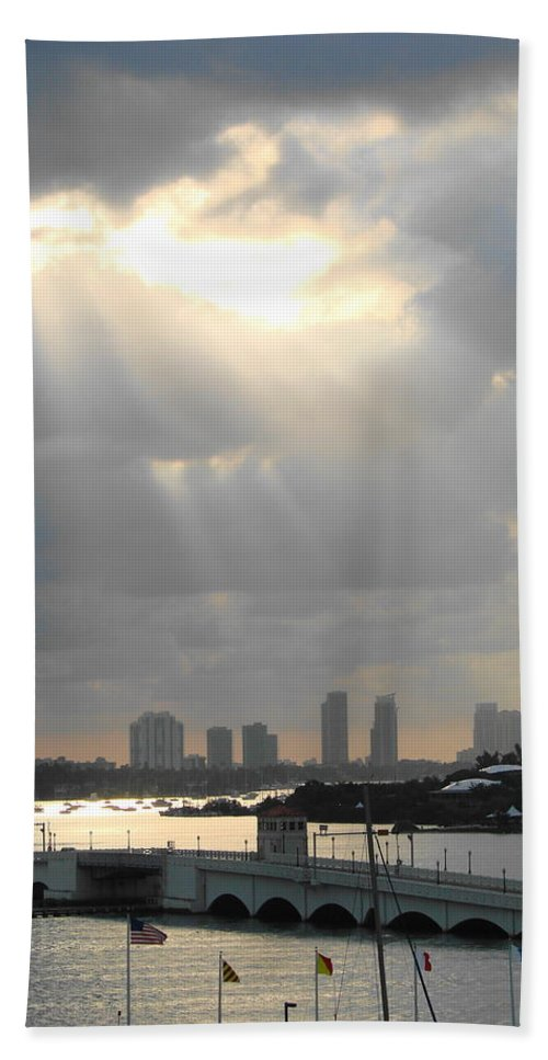 Miami Hand Towel featuring the photograph Peaceful Rays Of Sunshine by Margaret Bobb