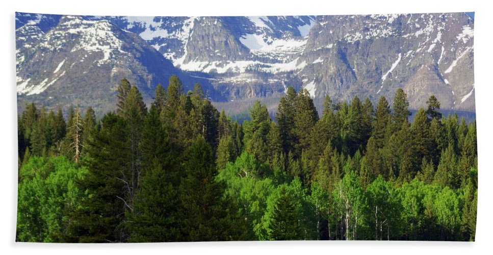 Mountains Bath Towel featuring the photograph Peaks by Marty Koch