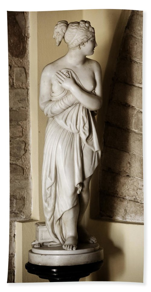 Statue Bath Sheet featuring the photograph Peering Woman by Marilyn Hunt