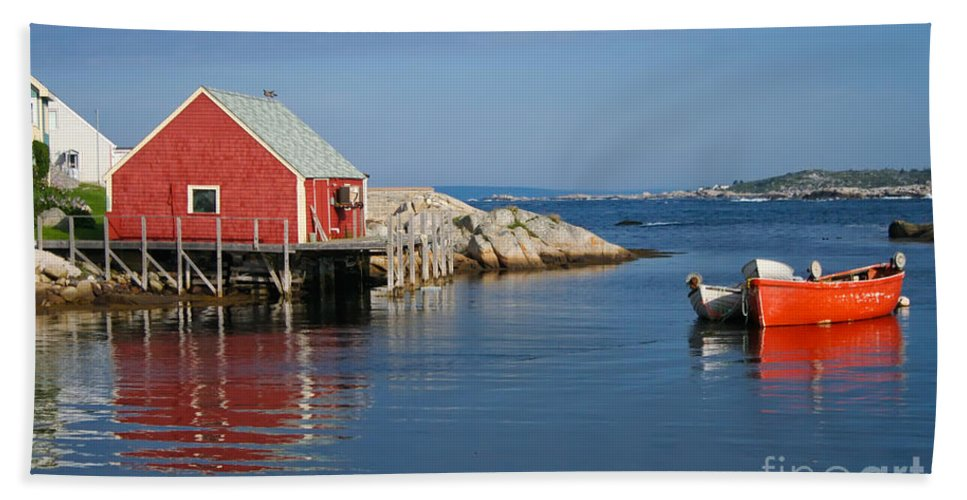 Peggy's Cove Bath Towel featuring the photograph Peggys Cove by Thomas Marchessault