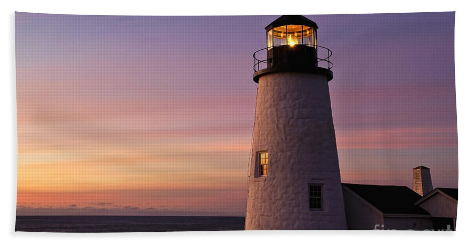 Maine Hand Towel featuring the photograph Pemaquid Point Lighthouse by John Greim