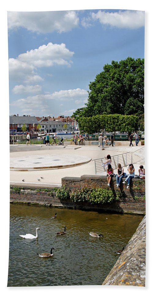 Europe Hand Towel featuring the photograph People Enjoying The Stratford Sunshine by Rod Johnson