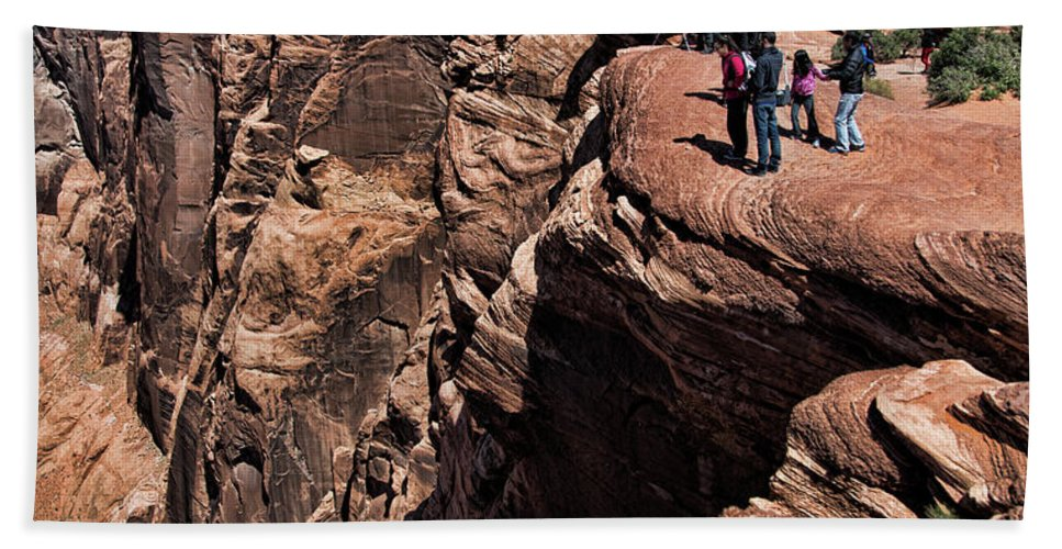 Horseshoe Bend Hand Towel featuring the photograph People View Horseshoe Bend Rock Edge by Chuck Kuhn