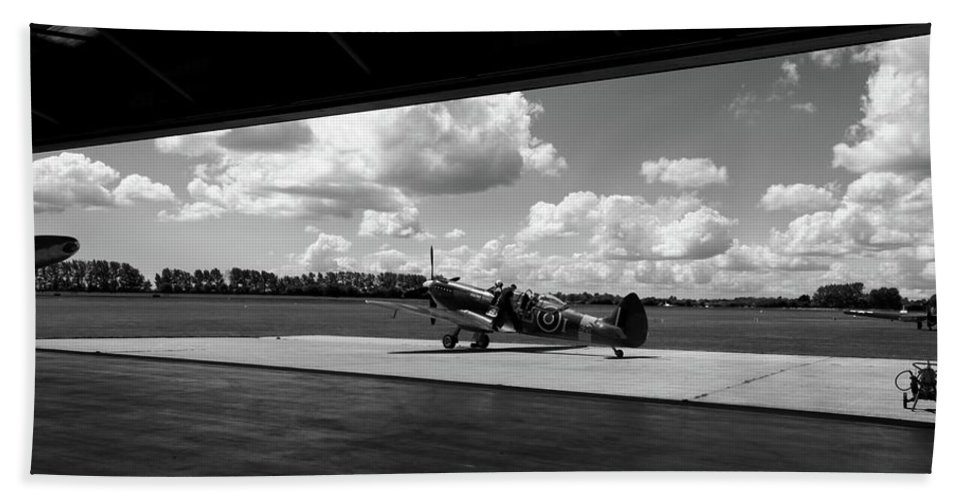 Supermarine Spitfire Tr Ix Bath Sheet featuring the photograph Perfect Flying Weather by Robert Phelan