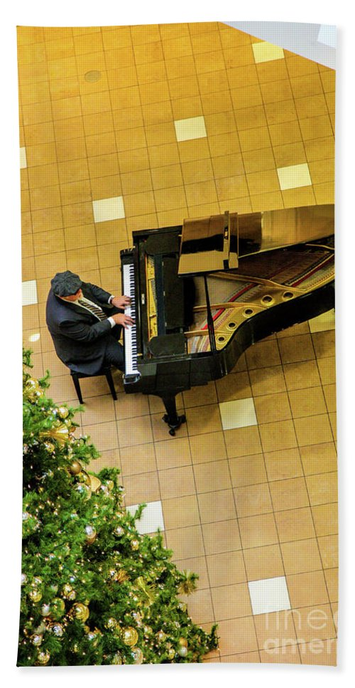 Piano Man Hand Towel featuring the photograph Piano Man by Felix Lai