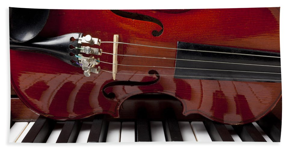 Violin Bath Sheet featuring the photograph Piano Reflections by Garry Gay