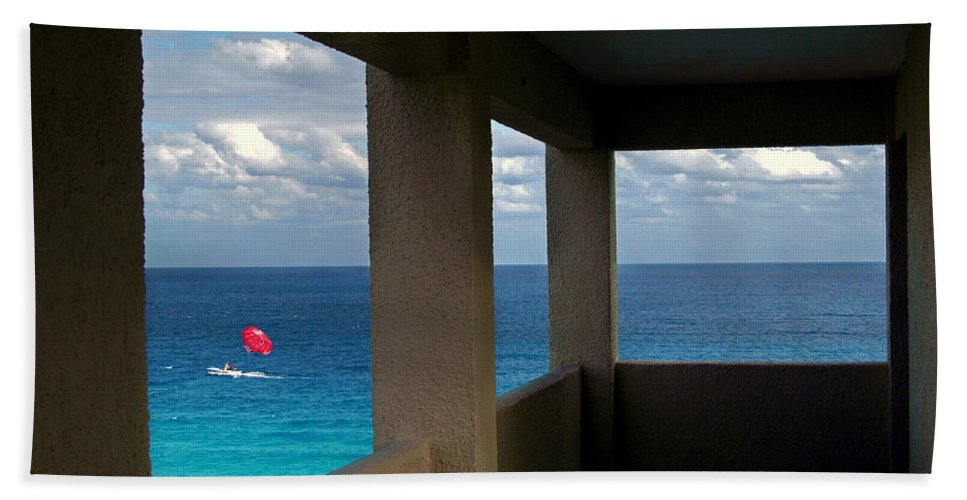 Parasail Hand Towel featuring the photograph Picture Windows by Mark Madere