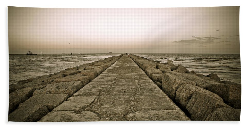 Water Bath Towel featuring the photograph Pier At Sunset by Marilyn Hunt