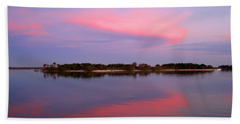 Sunset Hand Towel featuring the photograph Pink Evening by Susanne Van Hulst