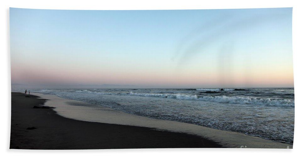 Beaches Bath Sheet featuring the photograph Pink Skyline by Amanda Barcon