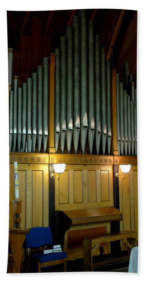 Usa Hand Towel featuring the photograph Pipe Organ Of Old by LeeAnn McLaneGoetz McLaneGoetzStudioLLCcom