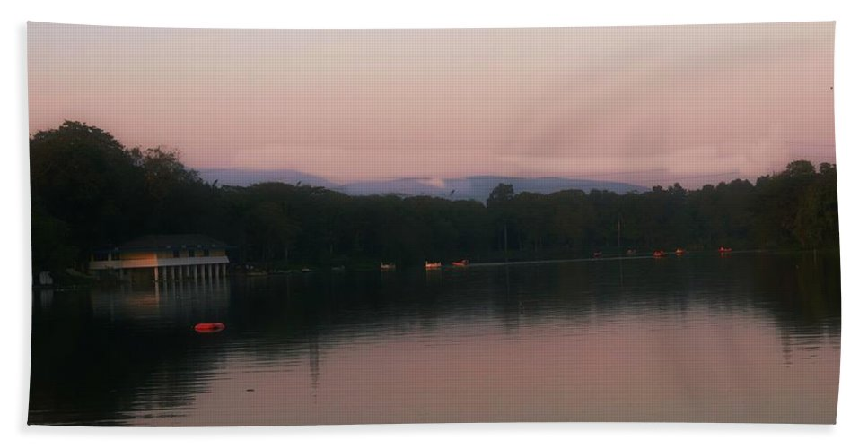 Lake Bath Sheet featuring the photograph Pleasant View by Nilu Mishra